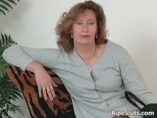 aged slut in nylons use large sextoy