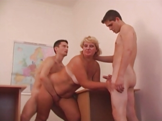 hot mama n910 blonde aged in threesome