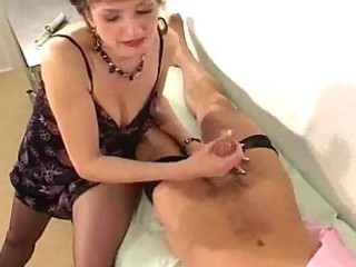 d like to fuck in pantyhose gives her doctor a