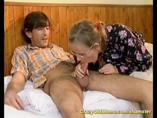 moms hairy wazoo acquires fucked