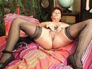 mature amateur mom squeezing her cum-hole muscles