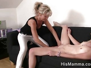 girlfriend gets enticed by older lesbian who