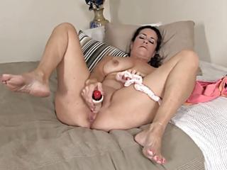 old mommy masturbates, using her panties