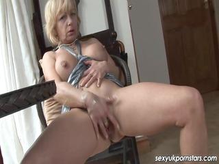 mature uk pornstar jane bond boffs her slit with