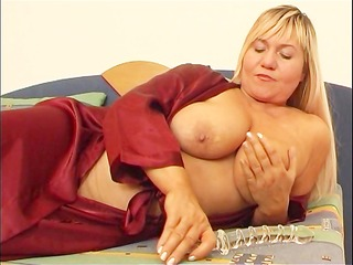 chubby mom masturbates with dildo