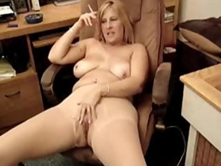 hot chubby d like to fuck smoking 11