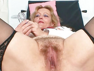 filthy aged lady toys her hirsute pussy with specu