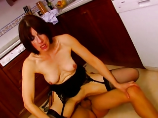 french older get screwed in kitchen troia salope