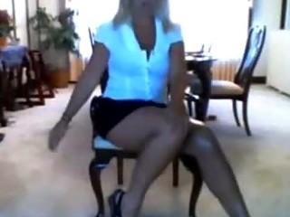 slut mother i mom strips on livecam