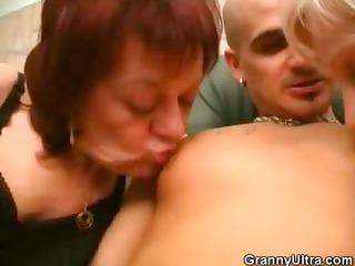 grannies share engulfing a wang