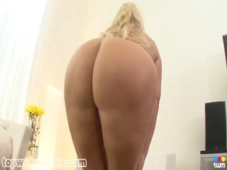 busty mother id like to fuck receives a facial