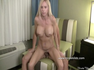 mother showed her son how to satisfy a women